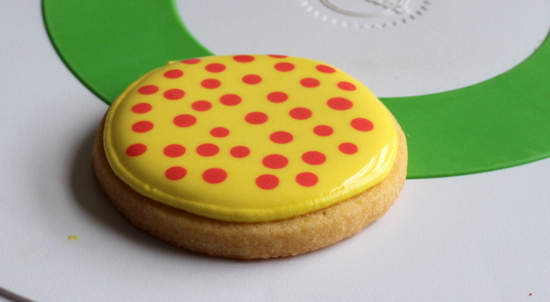 Flat dots on royal icing