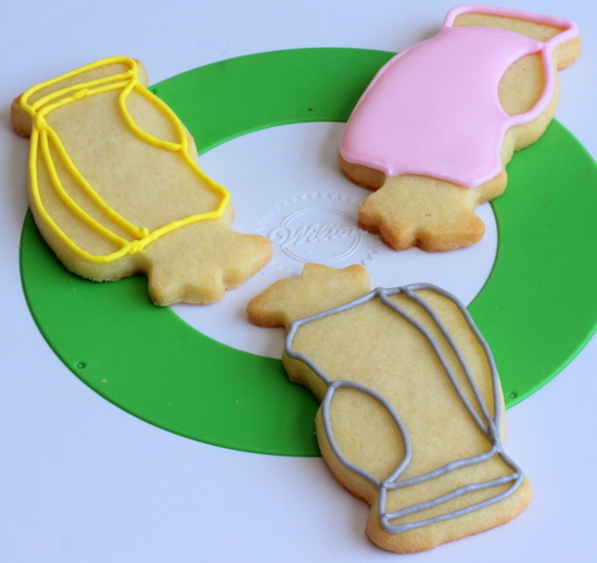 Golf bag cookies outlined