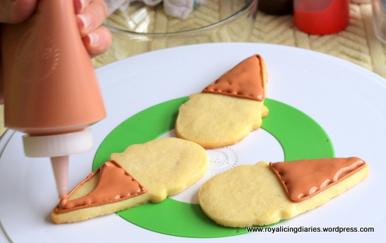 Flood the ice cream cone cookies