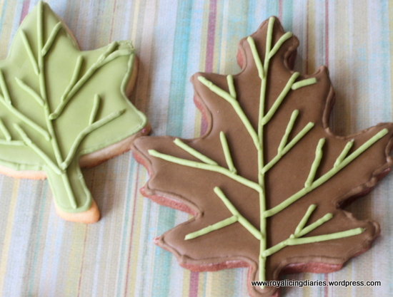 Simple decorated cookies - decorated leaves